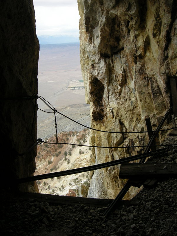 A tunnel drops off abruptly here. Reminded me of the Mt Whitney 'windows'
