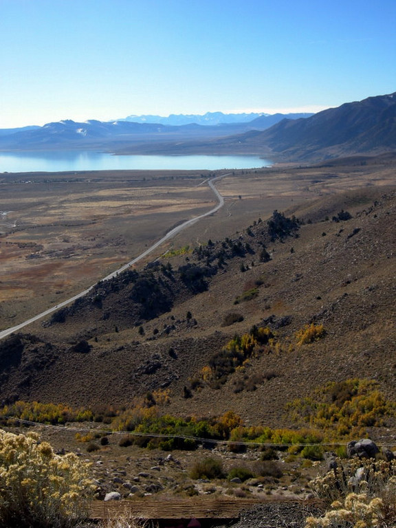 Looking south along 395 from Mono Lake vista