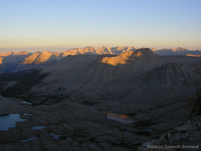 We start tp get some reflection of the sunrise colors in Guitar Lake (far below us - recognizable by shape)
