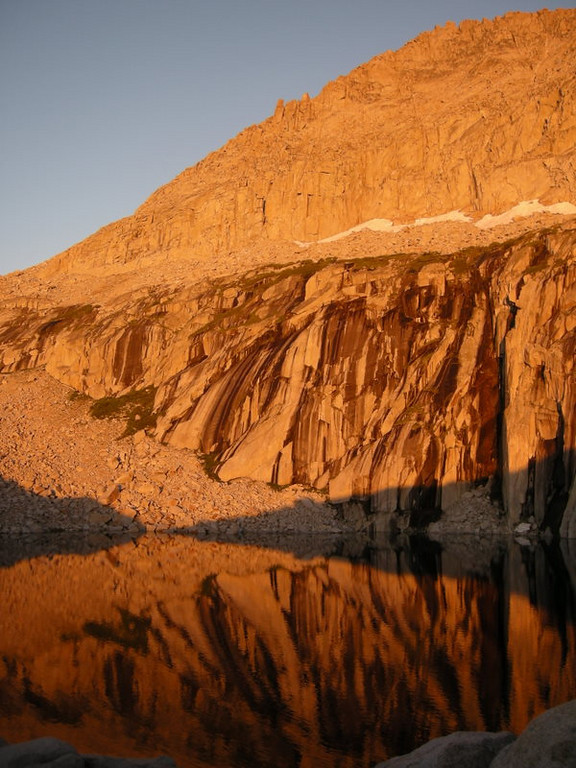Alpenglow at Precipice Lake