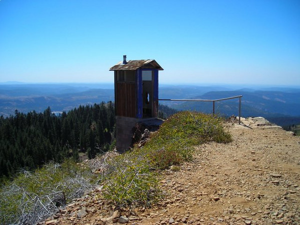 The facilities at the Lookout<br /> <br /> A rather precariously perched outhouse - doesn't look very usable!