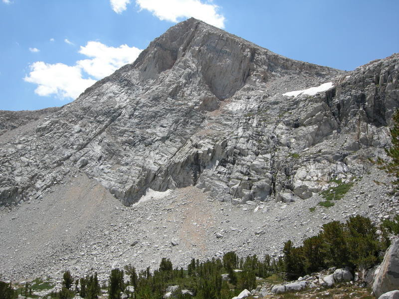 Unnamed geometric peak next to Piute Lake