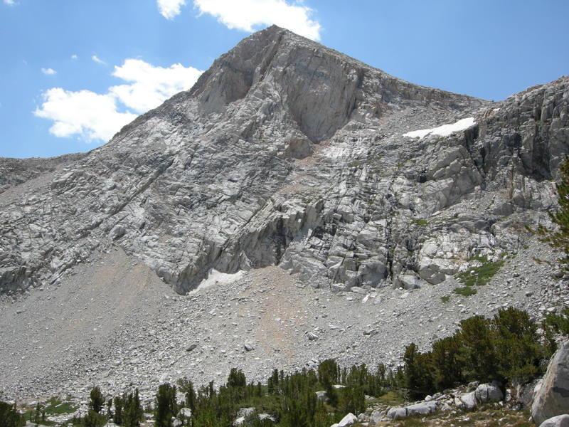Unnamed geometric peak next to Piute Lake