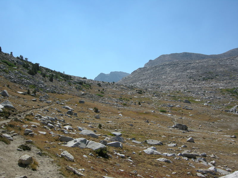 The trail as it approaches Piute Pass