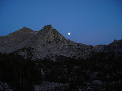 The moon rises over University Peak, the end of a first successful day!