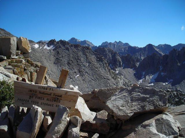 Kearsarge Pinnacles with Vidette Peaks (?) behind.