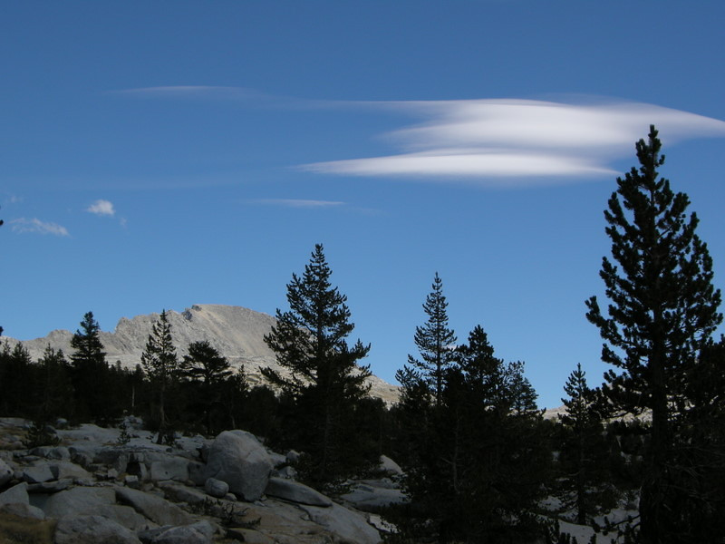 Small lenticular clouds