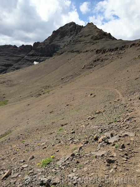 Trail to Latopie Lake and Leavitt Peak