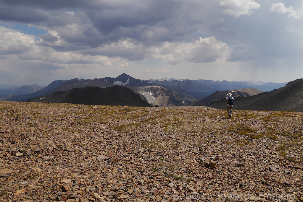 On our way down, we hurry across the plateau while thunderstorms and virgas form around us.