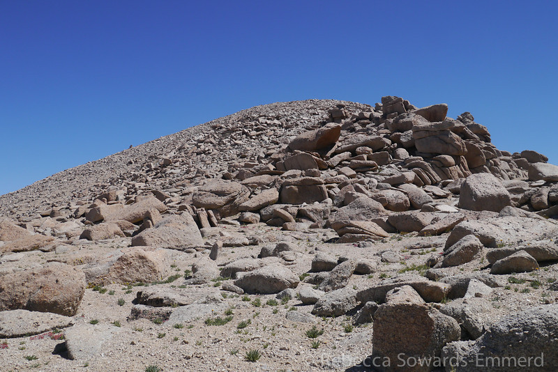 There are some interesting boulder piles along the way but they are always easily avoidable.
