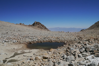 THe tarn below the col. Very dry.
