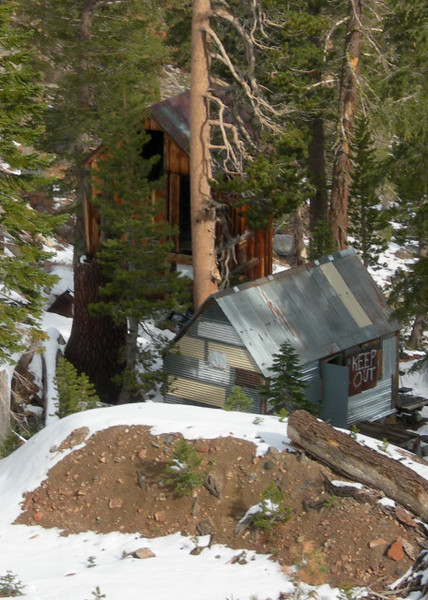 Keep out!<br /> <br /> The Lost Cabin mine from the trail (private property)