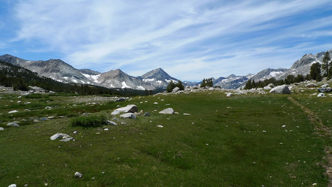 On the way to Taboose Pass. Looking back (Arrow Peak) and the faded old trail.