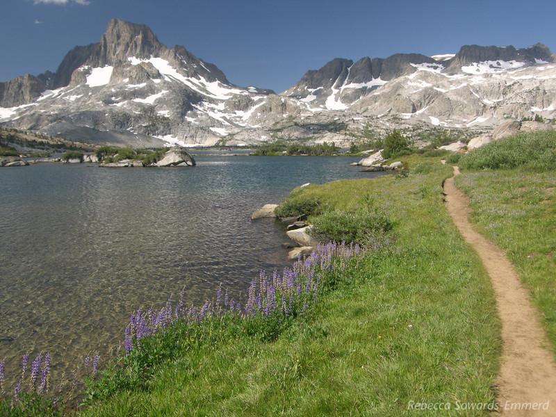 Trail next to Thousand Island Lake