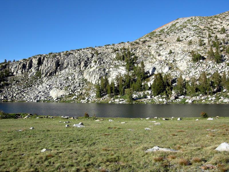 The upper of the two lakes below Isberg Peak
