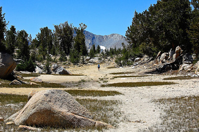 sierras-rocky-trail-backpacker