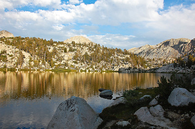 sierras-lake-of-the-lone-indian