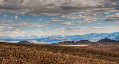 mono-lake-mountains-panorama