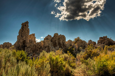 mono-lake-tufa-sunbeam