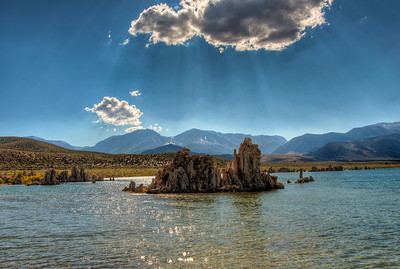 mono-lake-tufa-sunbeam-2
