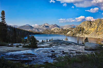 sierra-mountains-lake-panorama