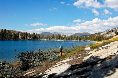 sierra-mountain-lake-hiker