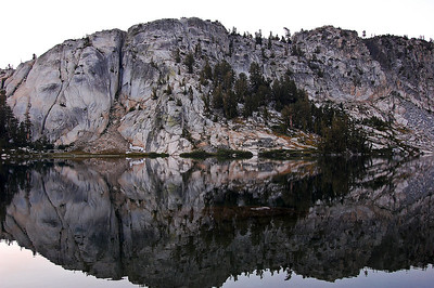 sierra-mountains-lake-reflection