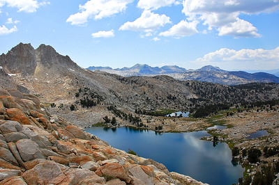 sierra-mountains-lake-view