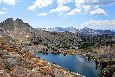 sierra-mountains-lake-view