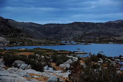 sierra-mountains-lake-dusk