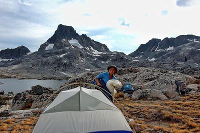 mount-banner-tent-camper