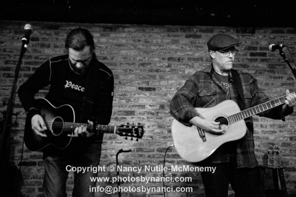 Shawn Mullins With Special Guest Chuck Cannon Signal Kitchen, 71 Main Street Burlington VT February 24, 2013 Copyright ©2013 Nancy Nutile-McMenemy www.photosbynanci.com More images of Shawn: http://www.photosbynanci.com/shawnmullins.html