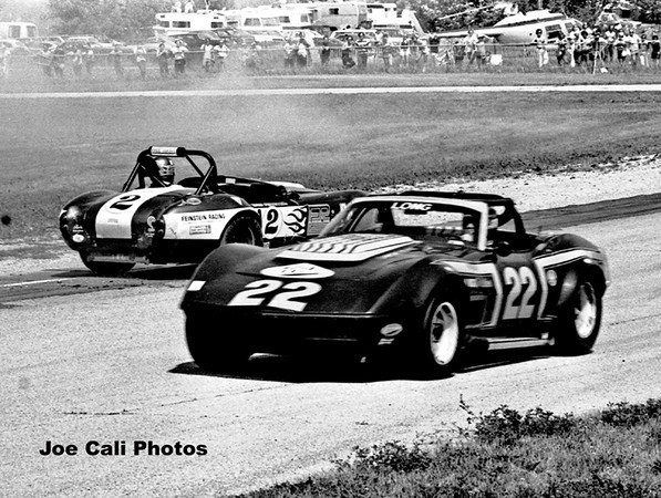 # 22 - SCCA AP 1975 Road America - Denny Long / BANDAG TIRE (Sam Feinstein turned around)