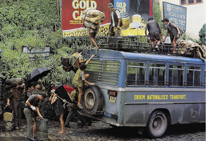 Unloading an S N T bus, Gangtok