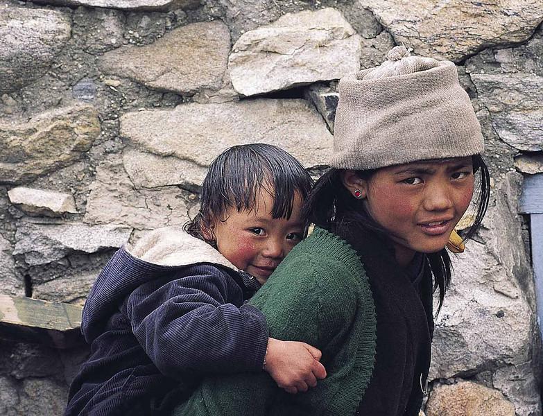 Brother and sister at Mugutang, Lhonak valley