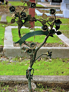 Rusing iron vining rose grave marker at Holy Cross Catholic Cemetery in Menlo Park, California