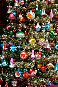 Vintage Christmas ornaments in a Silicon Valley shop storefront