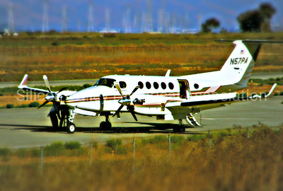 Beechcraft B200 on the Palo Alto landing strip
