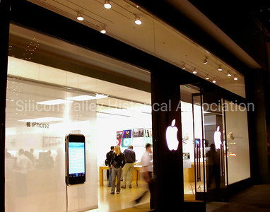 Apple Store at 451 University Avenue in Palo Alto, 2007