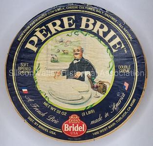 Pere Brie Bridel USA Turlock, California cheese box