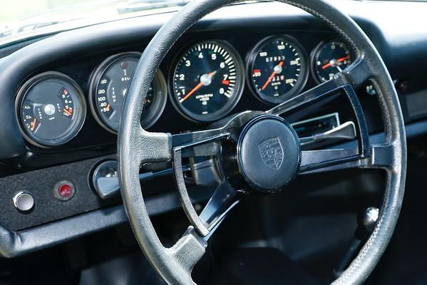 Silver 911 - Porsche Parade