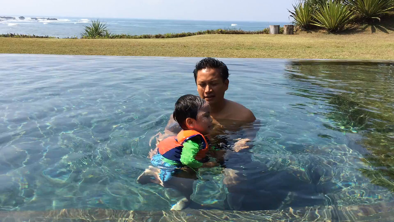 Video of little D swimming.