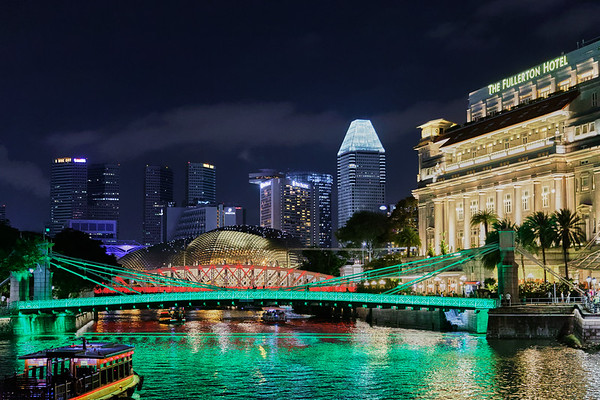 The Fullerton Hotel and bridge in downtown Singapore