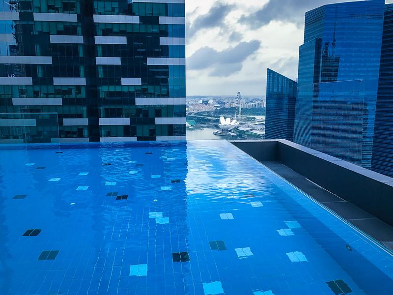 westin singapore infinity pool
