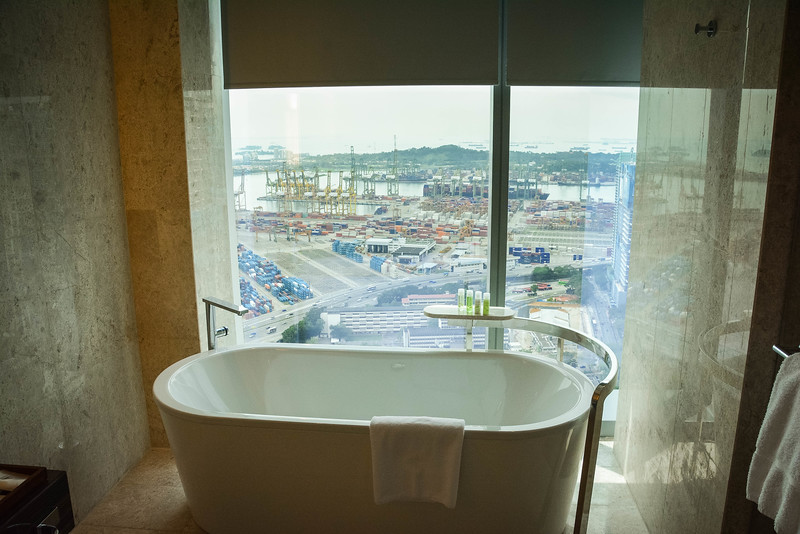 westin singapore bathtub
