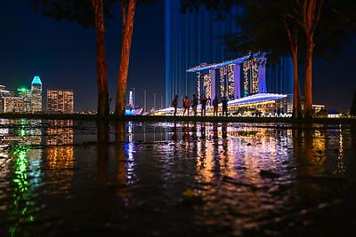 Shine a Light illuminate the Marina Bay skyline.