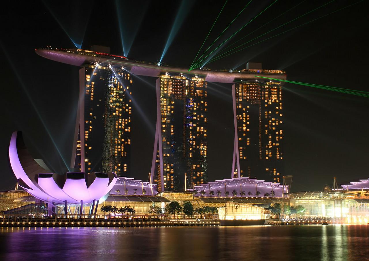 Night laser show at Marina Bay