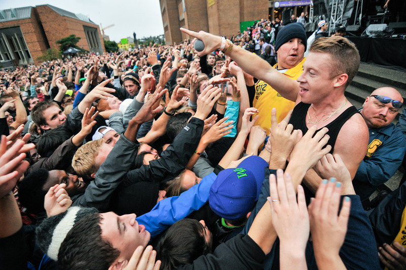 Macklemore points at the crowd to shout the lyrics of 10,000 hours last Monday at the Dawg Daze Fall Fling.