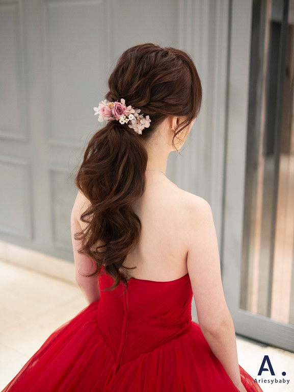 新祕,Ariesybaby造型團隊,紅色禮服造型,蓬鬆低馬尾,花藝造型