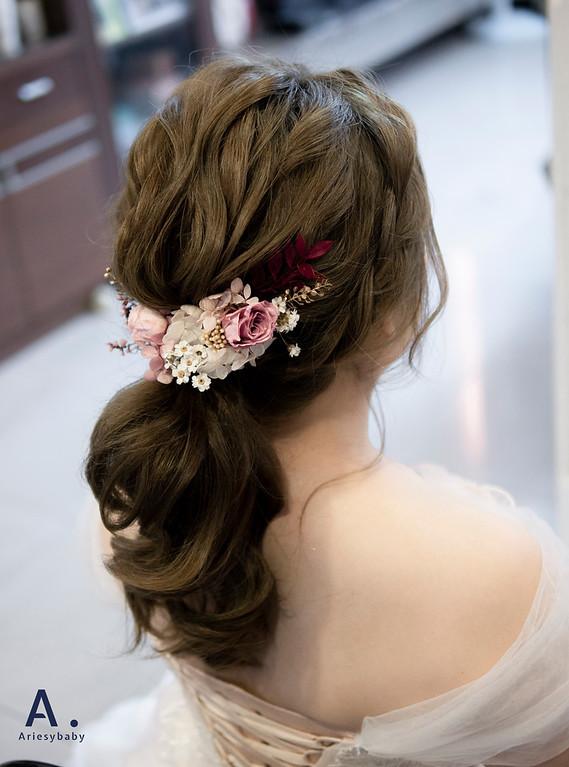 新祕,Ariesybaby造型團隊,文定造型,低馬尾,蓬鬆線條,單眼皮新娘,新娘推薦,花藝造型